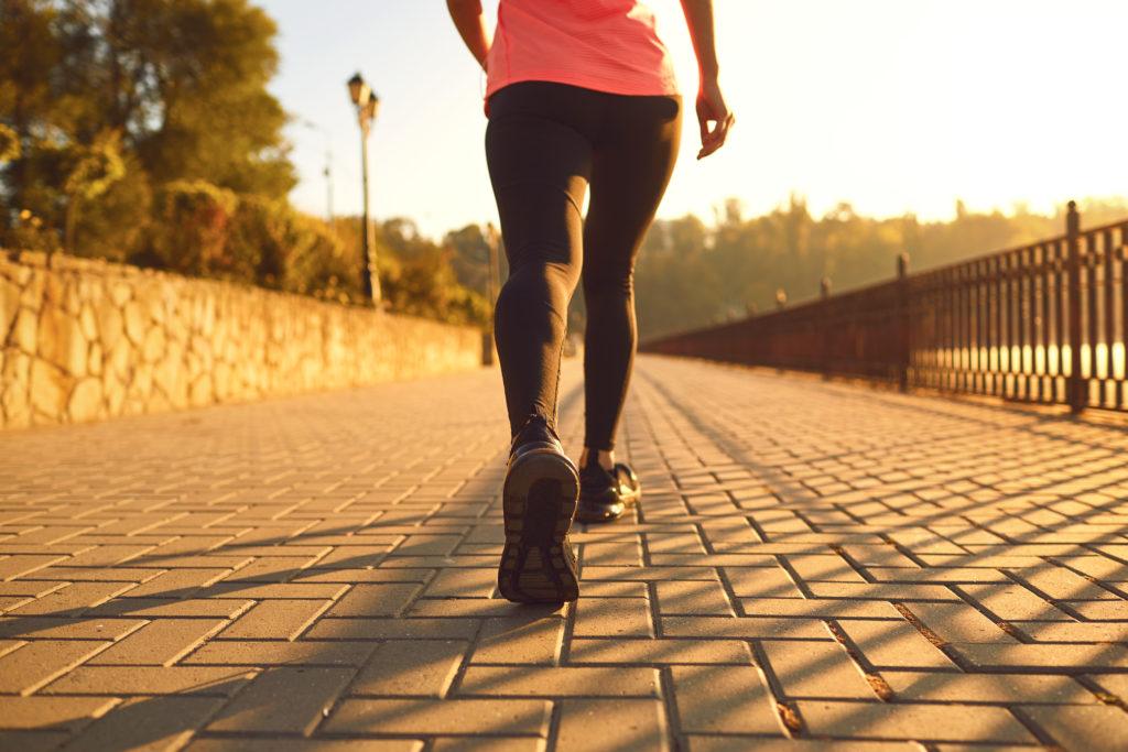 美脚(足を細くする)を手に入れるには筋肉トレーニングと有酸素運動を同時に行う。