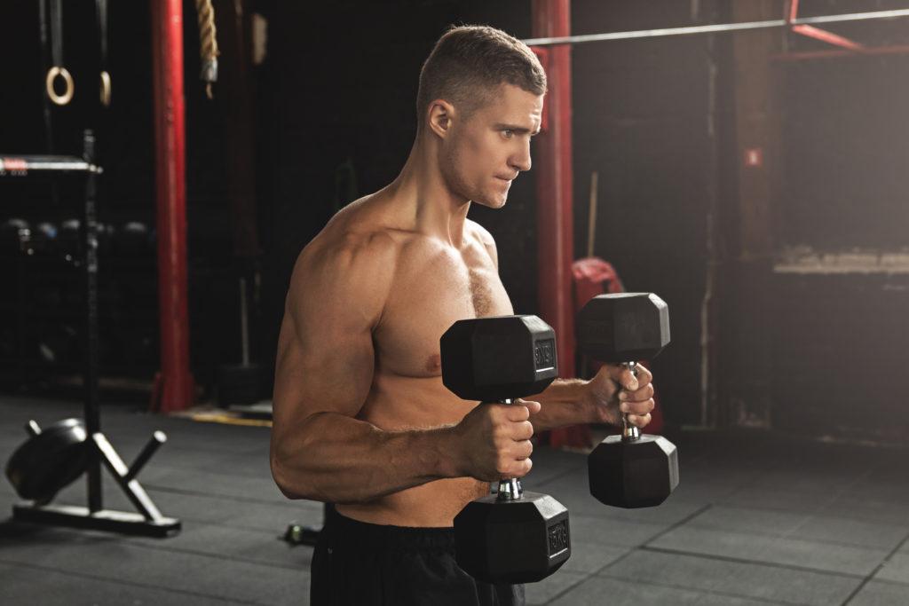 上腕二頭筋を鍛え筋肉をつける効果的なダンベルトレーニングの種類&動作とやり方